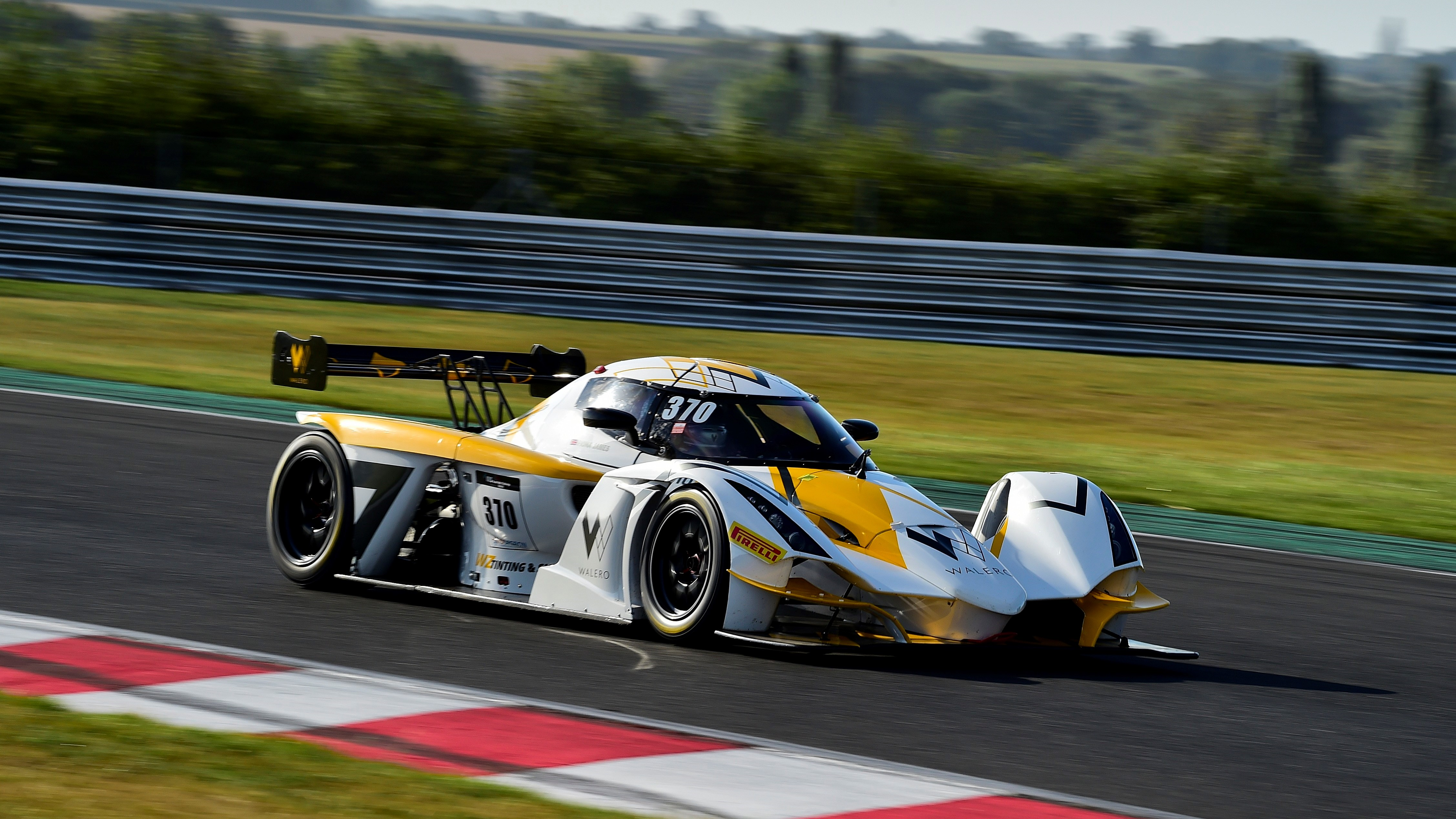 MSVR welcomes Supercar Challenge to Brands Hatch